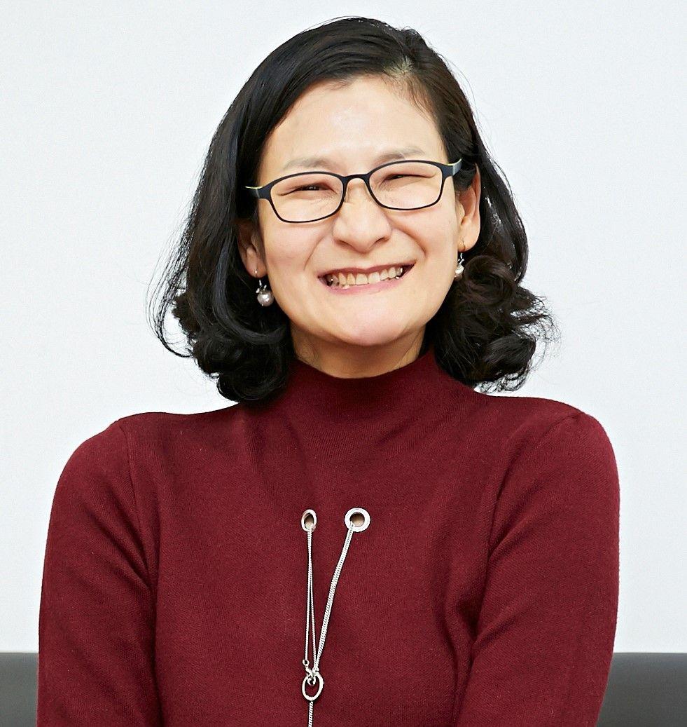 Photo of smiling Yoosun Chung